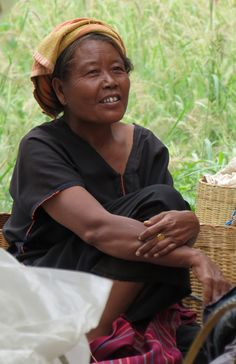 ywama market trader inle lake #myanmar