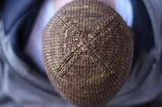nice and knit free hat pattern - worsted weight beanie. Love these decreases on the top! More
