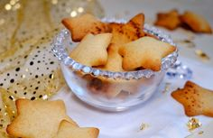 Christmas shortbread cookies or bredele as in Alsace? Here in Berry, this is not tradition. It was not tradition either in Paris or in Haute-Savoie during my childhood but, what is good, it is precisely to be able to make and have fun around … Homemade Cake Recipes, Easy Cookie Recipes, Easy Desserts, Dessert Recipes, Desserts With Biscuits, Cookies Et Biscuits, Shortbread Cookies, Chip Cookies, Berry