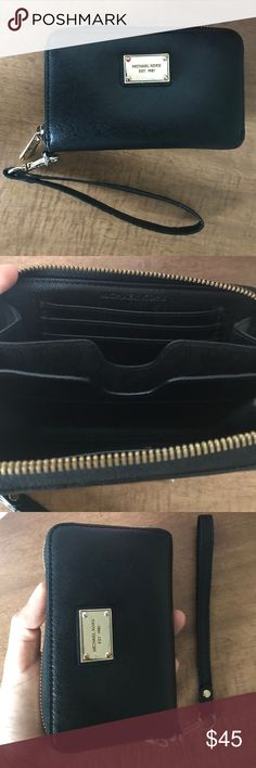 Wallet Used Michael kors wallet. In good condition. Michael Kors Bags Clutches & Wristlets