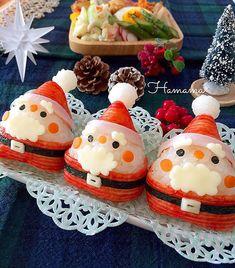 @hamama_126 - Instagram:「こんにちは😊 今朝の地震、皆さん大丈夫でしたか? 被害が拡大しない事を祈っています🍀 今後の地震にもお気をつけください🙏🏻 長女、調理実習でお弁当は主人のだけ〜 主人にキャラ弁はNGなので、自分のお昼に作ってみました〜 三角サンタさん🎅…」 Christmas Party Food, Xmas Food, Christmas Breakfast, Christmas Goodies, Bento Box Lunch For Kids, Bento Kids, Cute Bento Boxes, Japanese Food Art, Japanese Lunch Box