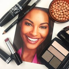 We're all about a classic #AvonMakeup look with a neutral eye, bronzed glow and a berry lip.
