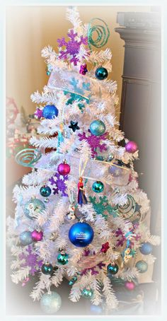 Disney Frozen Christmas Tree....I will SO be doing this!
