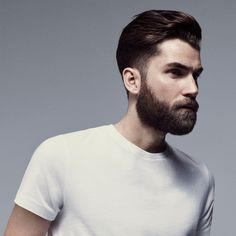 Stay preened with the BaByliss For Men Pro Beard, a cordless beard trimmer that delivers effortless styling for a smooth, even trim.  Allowing you to groom and tidy up beards and stubble, the hair trimmer is equipped with electrochemically formed blades for sharp, smooth and precise cutting results. It features a glide, lift and trim system to ensure all hairs are cut evenly in less strokes, and has a precise dial control that automatically locks into position for an even finish (on beards… Mens Hairstyles With Beard, Haircuts For Men, Mens Hair With Beard, Men Beard, Babyliss For Men, Well Groomed Beard, Beard Clippers, Types Of Beards, Beard Styles For Men
