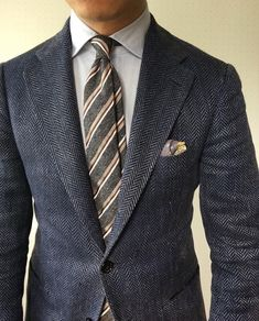 Welcome to Ties If you're a gentleman whose looking to know more about ties, you're in the right place. If you're someone who wears ties even though your colleagues don't, you're the real MVP! Sharp Dressed Man, Well Dressed Men, Mens Fashion Blog, Fashion Styles, Fashion Ideas, Fashion Outfits, Suits Usa, Look Formal, Blazer Outfits