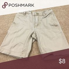 Boys Old Navy Khaki Shorts Old Navy khaki shorts in excellent condition with no stains or tears. Size 5. These shorts have the adjustable waist. Old Navy Bottoms Shorts