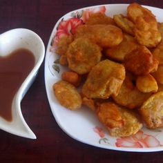 Maroo bhajias with spicy tamarind sauce
