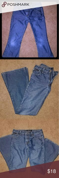 *BOGO 50% Off! lei Jeans* *All denim BOGO 50% off this weekend!* These jeans are in EUC with only a small amount of normal wear on the bottom hems (pics #6 & #7). This particular pair have a slight shimmer and stretch too them. They are flared and a juniors size 1. lei Jeans Flare & Wide Leg
