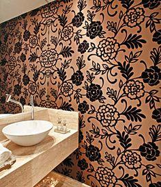 Uma tendência super atual de decoração e que vem sendo bastante utilizada hoje, é a utilização de tecidos colados nas pared...