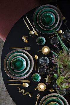 Green Ceramic Gold Inlay Plate Steak Food Plate Nordic Style Tableware Bowl Ins Dinner Dish High End Porcelain Dinnerware Set Porcelain Dinnerware, Ceramic Tableware, Dinnerware Sets, Deco Table Noel, Dinner Room, Style Deco, Green Table, Christmas Decorations, Holiday Decor
