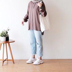 Street Hijab Fashion, Muslim Fashion, Denim Fashion, Fashion Outfits, Womens Fashion, Casual Hijab Outfit, Ootd Hijab, Casual Outfits, Simple Outfits