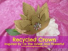 Pink and Green Mama: Recycled Crown Craft Inspired By Oz The Great And Powerful I like how beautiful this crown is.great craft with the kids on Rosh Hashanah to resemble our new beginning as kings and priests Disney Diy, Disney Crafts, Walt Disney, Diy For Kids, Crafts For Kids, Arts And Crafts, Princess Crown Crafts, Cardboard Crafts, Crafty Projects