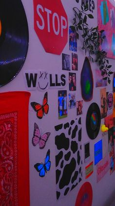 Indie Bedroom, Indie Room Decor, Cute Bedroom Decor, Teen Room Decor, Aesthetic Room Decor, Room Ideas Bedroom, Music Aesthetic, Bedroom Inspo, Neon Room