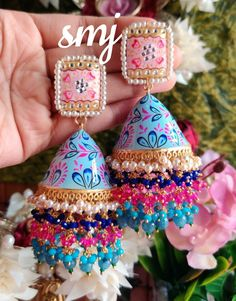 Naari bags and accessories ( Indian Jewelry Earrings, Indian Jewelry Sets, Jewelry Design Earrings, Indian Wedding Jewelry, Ear Jewelry, Antique Jewellery Designs, Fancy Jewellery, Stylish Jewelry, Bridal Bangles