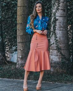 Saia midi justa: 60 modelos diferentes para arrasar no look Tight midi skirt: 60 different models to rock the look Classy Going Out Outfits, Classy Outfits For Teens, Skirt Outfits, Fall Outfits, Dress Skirt, Midi Skirt, Modest Fashion, Fashion Outfits, Work Attire