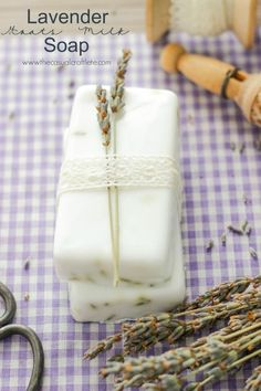 Lavender Goats Milk Soap Recipe - easy to make diy soft soothing soap that smells amazing. Gentle on skin leaving a soft to the touch feel. Soap Display, Bar Gifts, Homemade Soap Recipes, Lavender Soap, Soap Packaging, Lotion Bars, Goat Milk Soap, Cold Process Soap, Home Made Soap