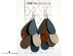 Pendentifs d'oreilles, Boucles d'oreille cascade de cuirs taupe, bleu, or est une création orginale de Kate-Yoko-creations sur DaWanda