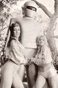 The girls from ABBA and Gort the Guardian left the public eye and settled on a private island in the Azors. It's a complicated lifestyle. Robots Vintage, Retro Robot, Cool Robots, Space Girl, Space Age, Classic Monsters, Foto Art, Science Fiction Art, Sci Fi Movies