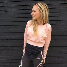 Ooh MY❣ En av sesongens lekreste outfit adidas AdiZero SprintWeb Tights og adidas Aktiv Cosy Pullover kommer i den fineste fargecomboen; grey & pale pink Psst..genseren er også perfect til hverdags og kombineres gjerne med adidas Deep Tank Shop it hos RunWild.no #nyhet #runwild_no #adidas #løpetights #tights #genser #thinkpink #runwilder #minmote #shapeup #kkmagazine