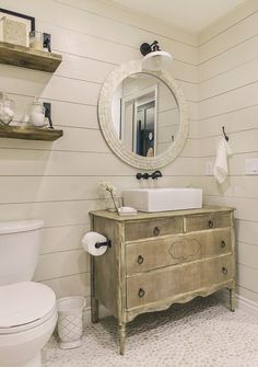 19 easy ways to add farmhouse decor for an authentic look. 19 easy ways to add farmhouse decor for an authentic look. Diy Bathroom Vanity, Bathroom Spa, Small Bathroom, Master Bathroom, Bathroom Caddy, Silver Bathroom, White Bathroom, Bathroom Accents, Bathroom Cabinets