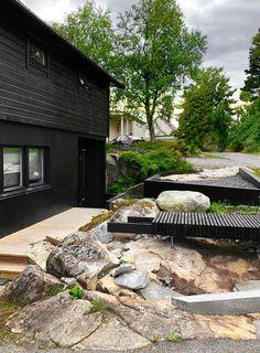 A LUSH GREEN ENTRANCE TO THE HOUSE - Therese Knutsen Home Garden Design, Home And Garden, House Design, Entrance Design, Outdoor Living, Outdoor Decor, Lush Green, Garden Landscaping, Planters