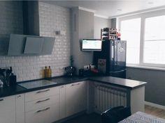 Холодильник на балконе, совмещенном с кухней