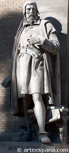 Monumento renacentista a Berruguete, genio de la escultura del renacimiento en España. La hizo Antonio Barrera y está situada en la fachada opuesta de la Biblioteca Nacional, Madrid