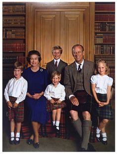 (via t w e e d s t a r t a n s / Beautiful portrait of the Queen and Prince Philip with their four gr…)