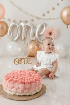 1st Birthday Girl Decorations, Birthday Cakes For Teens, 1st Birthday Cakes, Baby Girl 1st Birthday, First Birthday Photos, Baby Cake Smash, Baby Girl Cakes, Photography Mini Sessions, Cake Smash Photography