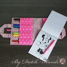 Teken tas voor kinderen, Roze met wit, zigzag, sterren. Voor onderweg in de auto of op vistite gemaakt door Carmen van ByDutchHands via Marktplaats