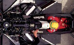 McLaren MP4/4, Honda RA168E 1,496cc V6 twin turbo 2.5bar 424Nm(43kgfm)/10,000rpm 504kW(685PS)/12,500rpm over.