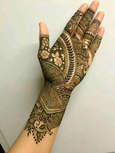 Henna Mehndi and Tattoos for parties and brides. Henna Hand Designs, Floral Henna Designs, Mehndi Designs For Girls, Stylish Mehndi Designs, Wedding Mehndi Designs, Latest Mehndi Designs, Dulhan Mehndi Designs, Palm Mehndi Design, Mehndi Design Pictures