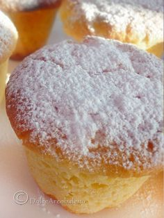 Vi siete accorti che manca solo 1 mese a Natale? Did you realize that missing only one month at Christmas? We are celebrating with these muffins with soft flavor of Pandoro? Italian Cake, Italian Desserts, Mini Desserts, Apple Mug Cake, Muffin Recipes, Cake Recipes, Torte Cake, Muffins, Pie Dessert