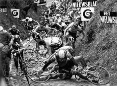 Ronde Van Vlaanderen. Me parece que alguién se cayó!!!. ALLEE!!!