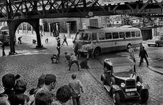 Koudelka - Invasion 68 Prague Spring, Classic Photographers, Visit Prague, Prague Czech Republic, Old Paintings, Magnum Photos, My Heritage, French Artists, Historical Photos