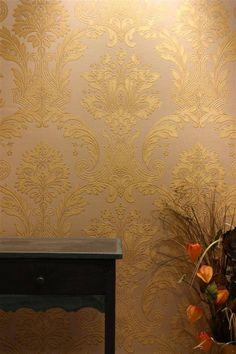 Papel tapiz de damasK italiano dorado en VENTA. Golden damasc wallpaper.