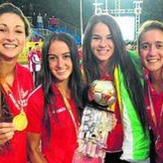 #DiariodeSevilla #BalonmanoPlaya Femenino #CampeonasdelMundo, con 2 jugadoras de #DosHermanas, #Sevilla 👏👏👏  https://www.facebook.com/toachings/posts/1397725620242838:0