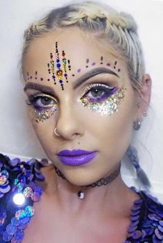 Once upon a time, these make up looks might have been fashionable and up to date, but in the century they're a big no no. Here's a rundown of some of the worst make up crimes a person can commit, so you know to avoid them! Festival Makeup Glitter, Glitter Makeup, Glitter Gel, Glitter Paint, Fairy Make-up, Makeup Guide, Makeup Ideas, Makeup Box, Makeup Tools