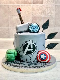 Gallery of birthday cake and baby shower cakes - Isa's Cake creations. Avengers Birthday Cakes, Superhero Birthday Cake, Birthday Cake Pictures, Birthday Cakes For Men, Cake Birthday, Hulk Superhero, Cakes For Boys, 4th Birthday, Thor Cake