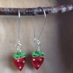 """Boucles d'oreille """"fraises"""" en quilling, papier roulé #handmadejewellery"""