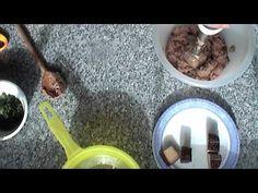 Selbstgemachte Leberwurst  VEGAN 1 kleine Zwiebel mit 2 TL Majoran in 3EL Olivenöl anbraten. 200g Räuchertofu, 1 Dose Kidneybohnen, 1 TL gehackte Petersilie zusammen pürieren