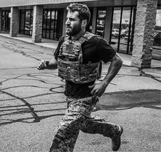 BLOCK-PERIODIZED TRAINING IMPROVES PHYSIOLOGICAL AND TACTICALLY RELEVANT PERFORMANCE IN NAVAL SPECIAL WARFARE OPERATORS Abt JP,