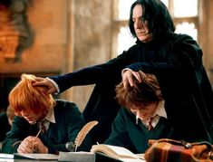 Alan Rickman as Severus Snape grabbing the heads of Rupert Grint as Ron Weasley and Daniel Radcliffe as Harry Potter. Harry Potter Tumblr, Images Harry Potter, Mundo Harry Potter, Harry Potter Hermione, Harry Potter Movies, Harry Potter World, Ron Weasley, Hermione Granger, Severus Snape