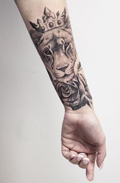 Female Hand Tattoos Geometric Tattoos – tattoos for women small Dope Tattoos, Dream Tattoos, Body Art Tattoos, New Tattoos, Tattoos Of Lions, Tatoos, Lion Tattoo With Crown, Crown Tattoos For Women, Sleeve Tattoos For Women