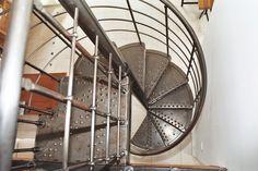 Escalier en colimaçon métal laqué CASTING : vente Escaliers hélicoïdaux, colimaçon et Escaliers en colimacon métallique | Echelle Européenne