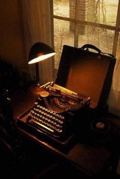 The Underwood typewriter used by William Faulkner; located at Rowan Oak in Oxford Mississippi. William Faulkner, Rowan, Ask The Dust, Underwood Typewriter, Antique Typewriter, Vintage Typewriters, Milwaukee, Mystery, Just For You