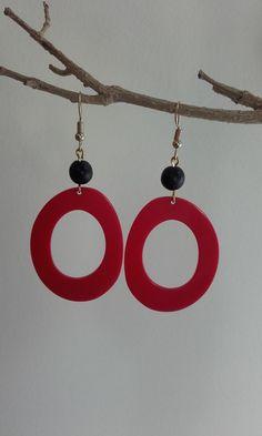 Dangle & drop earrings with red plexiglas component and semiprecious bead (howlite) / Minimal earrings / Plexiglas earrings / Simple and modern earrings Length : cm Drop length : cm Width : cm Weight : 1 gram (each) Simple Earrings, Drop Earrings, Washer Necklace, Dangles, Minimal, Beads, Shop, Handmade, Etsy