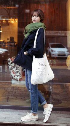 画像 : 秋冬コーデに映える!「白スニーカー」を大人カジュアルに取り入れたい♡ - NAVER まとめ