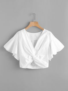 ¡Cómpralo ya!. V-neckline Twist Knot Front Crop Top. White Casual Vacation Sexy V Neck Short Sleeve Polyester Plain Crop Ruffle Fabric has no stretch Summer Blouses. , topcorto, croptops, croptop, croptops, croptop, topcrop, topscrops, cropped, topbailarina, corto, camisolacorta, crop, croppedt-shirt, kurzestop, topcorto, topcourt, topcorto, cortos. Top corto  de mujer   de SheIn.