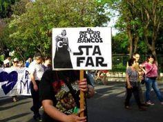 Los 21 carteles de protesta más ingeniosos de la historia Protest Posters, Protest Art, Nada Personal, Instagram Story, Chile, Revolution, Cinema, Star Wars, Fun